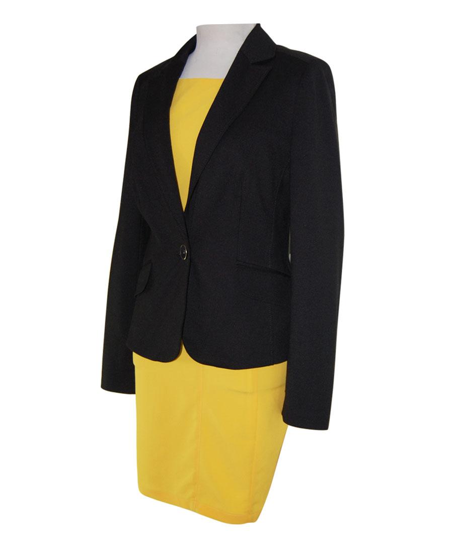 vestido amarillo y chaqueta negra