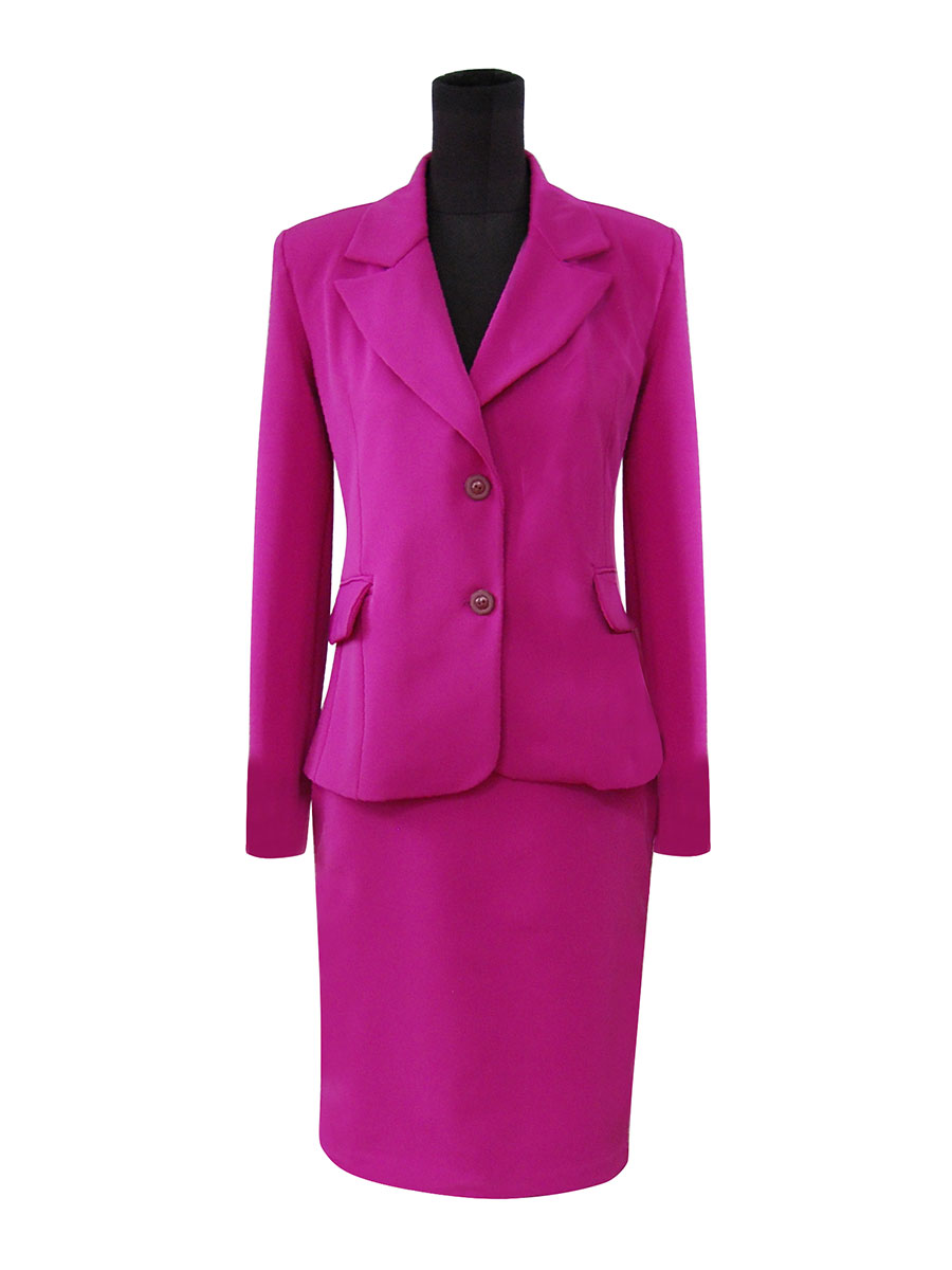 Traje color fucsia